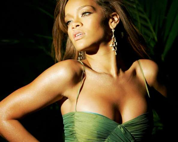 Rihanna-2012-Brust-Op-Hot-Wallpaper-2013