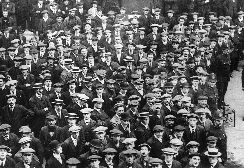 800px-British_recruits_August_1914_Q53234