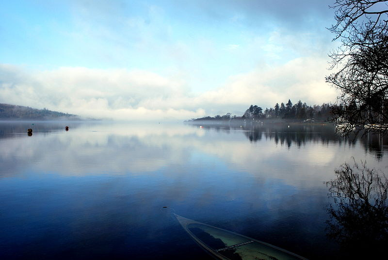 800px-Lake_Windermere_on_a_misty_morning