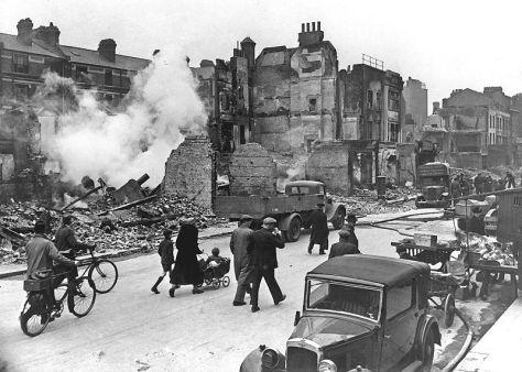 800px-LondonBombedWWII_full