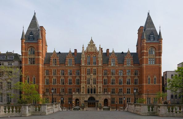The front façade of the Royal College of Music