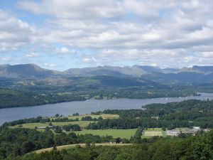 800px-Windermere_Lake_District_from_hill