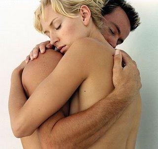 gambar-senggama-seks-hubungan-intim-ciuman-mesra-merangsang-wanita