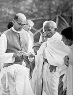 Mahadev Desai (left) reading out a letter to Gandhi from the viceroy at Birla House, Bombay, 7 April 1939