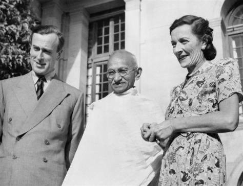 Gandhi with Louis Mountbatten, Britain's last Viceroy of India, 1947