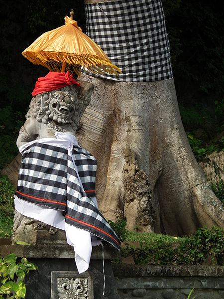 450px-Balinese_sculpture_with_umbrella