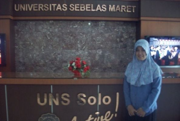 Angga Dwi Tuti Lestari Peraih IPK 3,98 Solo. Fakultas Matematika dan Ilmu Pengetahuan Alam (MIPA) Universitas Sebelas Maret (UNS) Solo