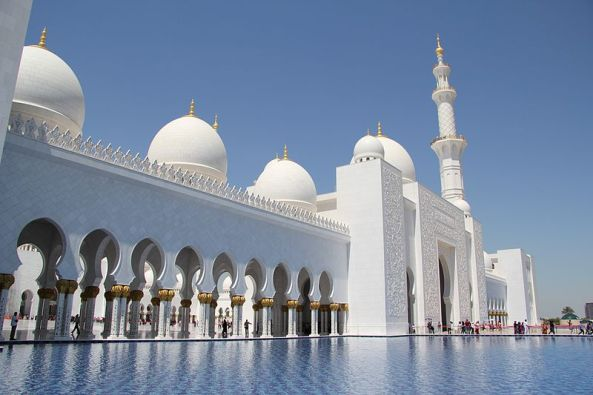 Front and entrance of the Sheikh Zayed Mosque