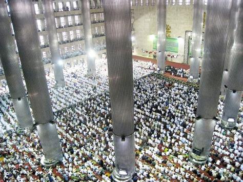 1280px-Istiqlal_Mosque_Eid_ul_Fitr_Jamaah_1