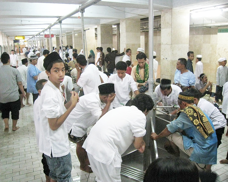752px-Istiqlal_Mosque_Wudhu_(Ablution)