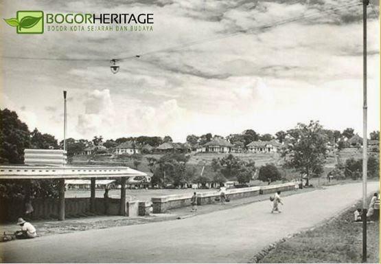 Een brug bij een dorp  1948