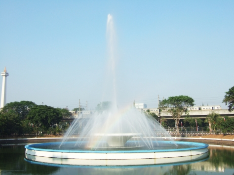 Fountain_Istiqlal_Mosque_Monas_background