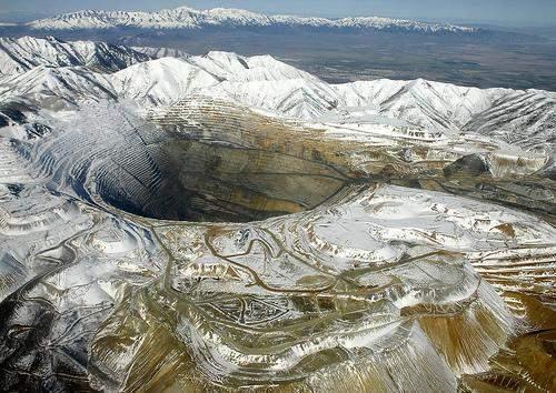 Bingham_Canyon_Mine_hole_1