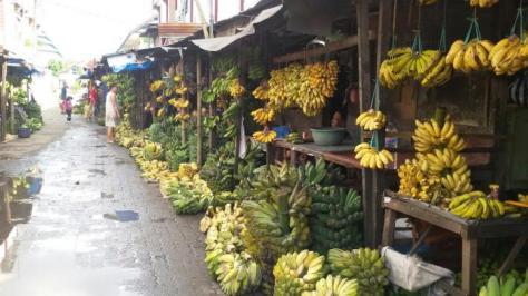 ubi-dan-pisang-di-pasar-toddopuli-m