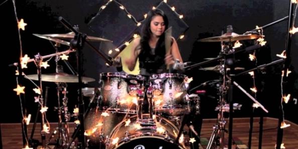 646x323-drumer-cantik-indonesia-ini-bikin-lady-gaga-kagum-141223w