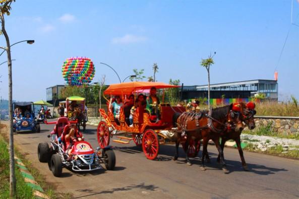 berkeliling-dengan-delman-di-kampung-gajah-wonderland-bandung-600x400