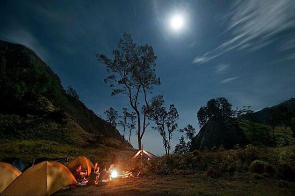 Berkemah-di-Segara-Anak-Gunung-Rinjani-Lombok-600x398