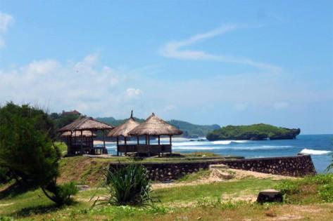 gazebo-untuk-menikmati-lanskap-indah-pantai-krakal-600x399