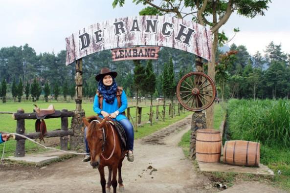 kegiatan-berkuda-ala-cowboy-di-de-ranch-lembang-bandung-600x400