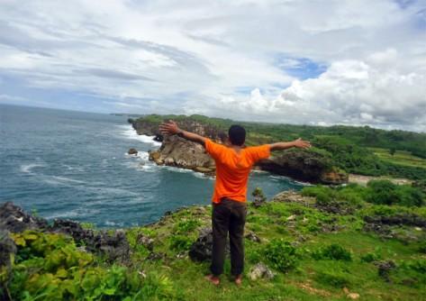 menikmati-panorama-pantai-krakal-dari-atas-600x423