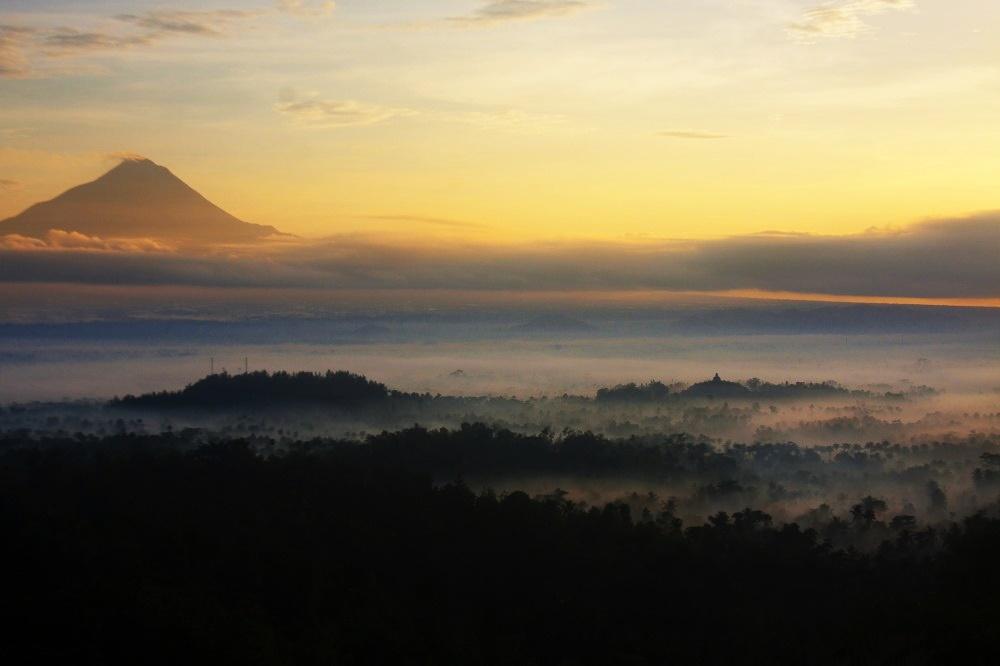 Merapi-Borobudur-dari-Situmbu-7-1000x666