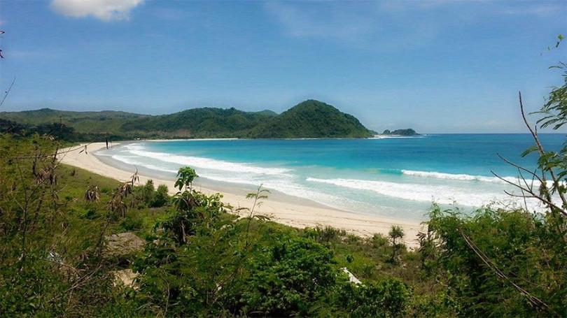 pantai-selong-belanak-lombok-810x455