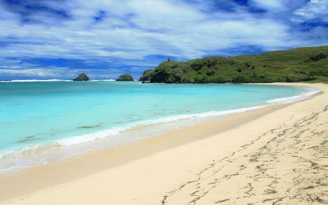 Pantai-Tanjung-Aan-di-Lombok