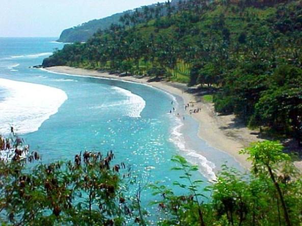 pesona-pantai-senggigi-lombok-600x450