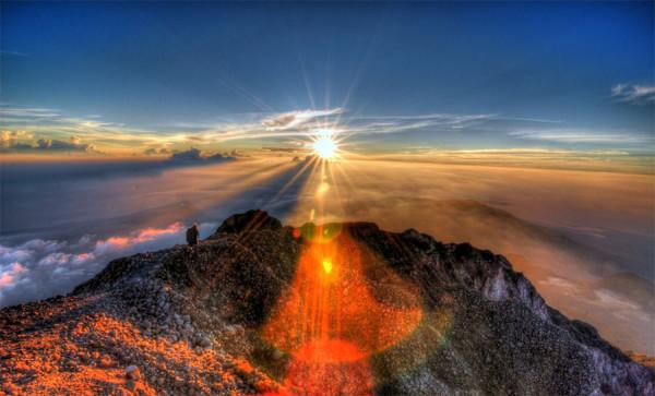 Pesona-sunrise-di-puncak-Gunung-Rinjani-Lombok-600x363