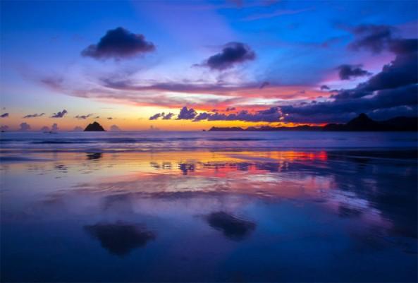pesona-sunset-di-pantai-selong-belanak-600x406