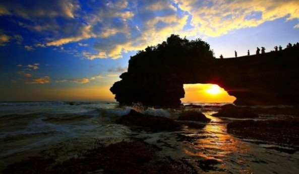 pura-batu-bolong-sengigi-lombok