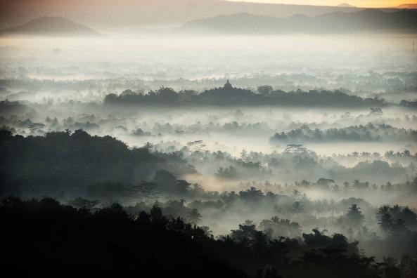 Suasana Pagi di Bukit Punthuk Setumbu
