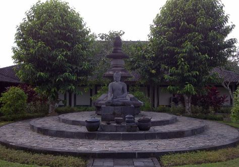 the_unfinished_buddha_of_borobudur_at_karmawibhangga_museum