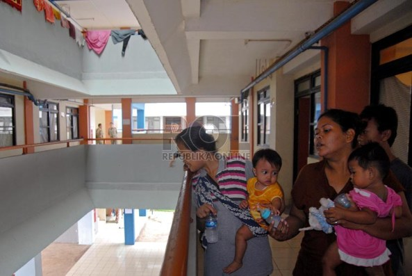 warga-korban-banjir-muara-baru-penjaringan-di-_130129151454-723