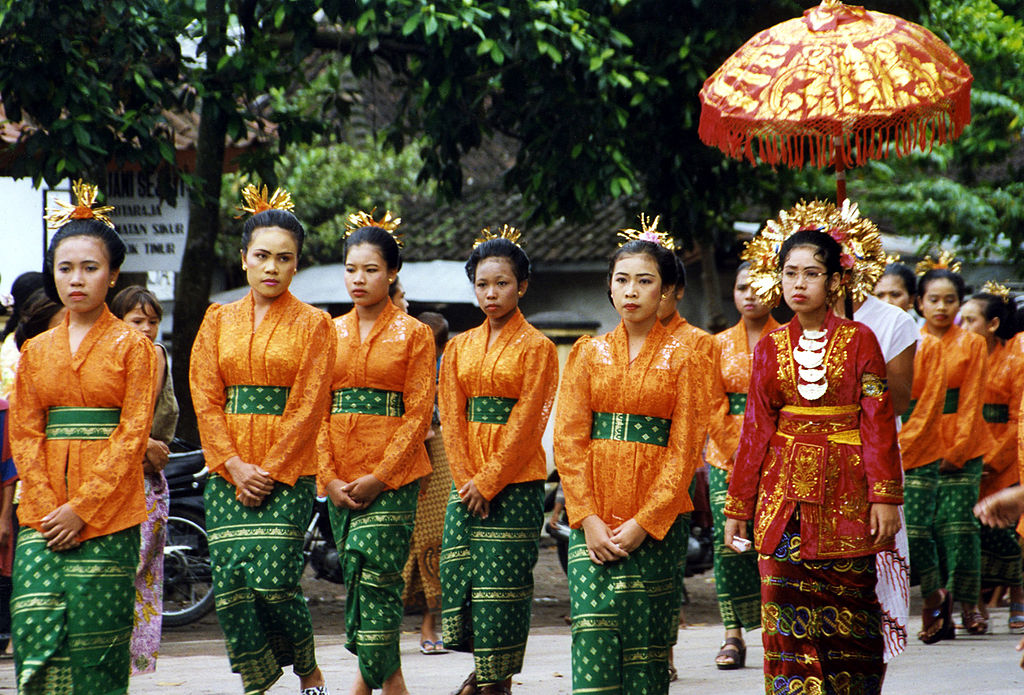 1024px-lombok_wedding_party_1998