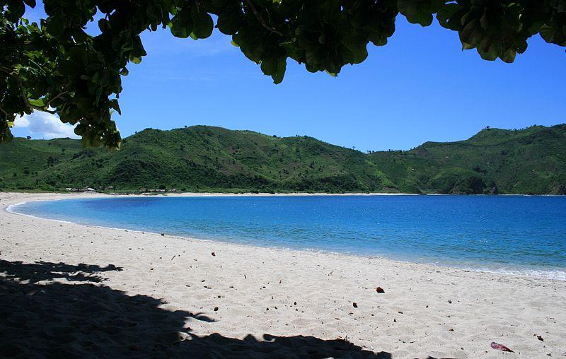 800px-kuta_lombok_mawun_beach