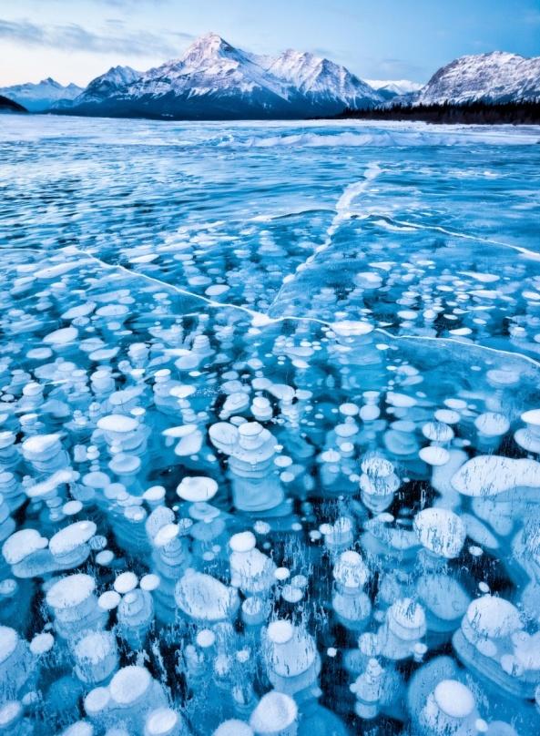 abraham-lake-alberta-canada