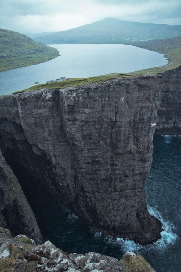 leitisvatn-sorvagsvatn-the-faroe-islands