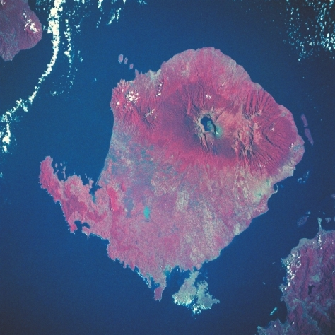 rinjani_volcano_satellite_rotated