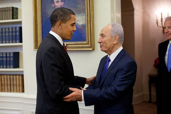 800px-Barack_Obama_welcomes_Shimon_Peres_in_the_Oval_Office