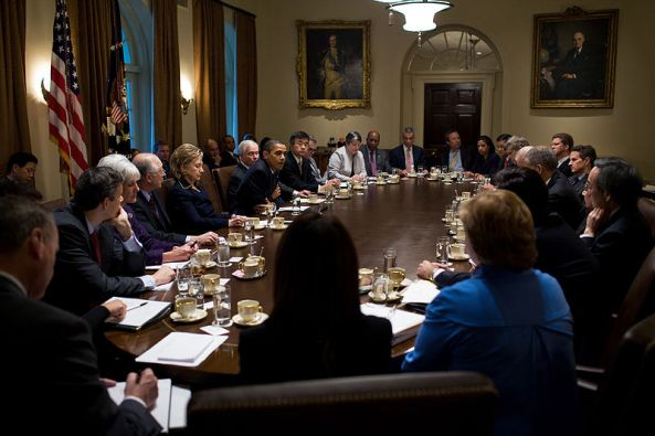800px-Obama_cabinet_meeting_2009-11