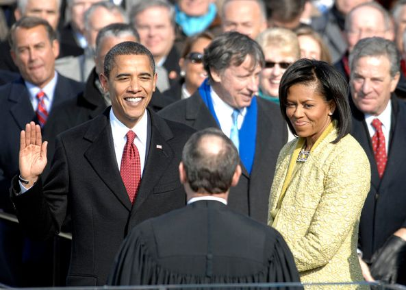 800px-US_President_Barack_Obama_taking_his_Oath_of_Office_-_2009Jan20