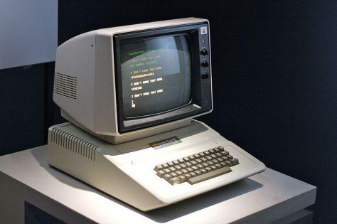 800px-Apple_II
