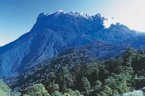 Gunung-Tertinggi-di-Indonesia-puncak-mandala-Papua