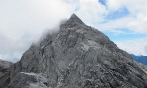 Gunung-Tertinggi-di-Indonesia-puncak-trikora-Papua