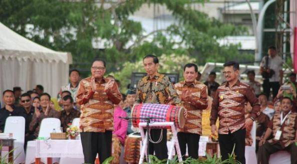 Jokowi Bagikan Sertifikat Tanah ke Warga Balikpapan
