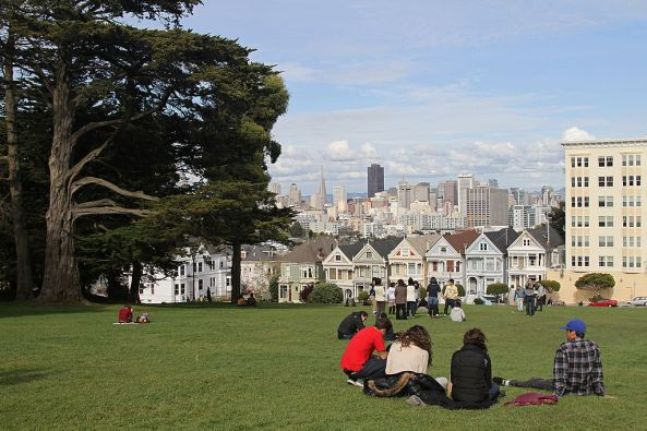 1024px-Alamo_Square_with_Painted_Ladies,_SF,_CA,_jjron_26.03.2012