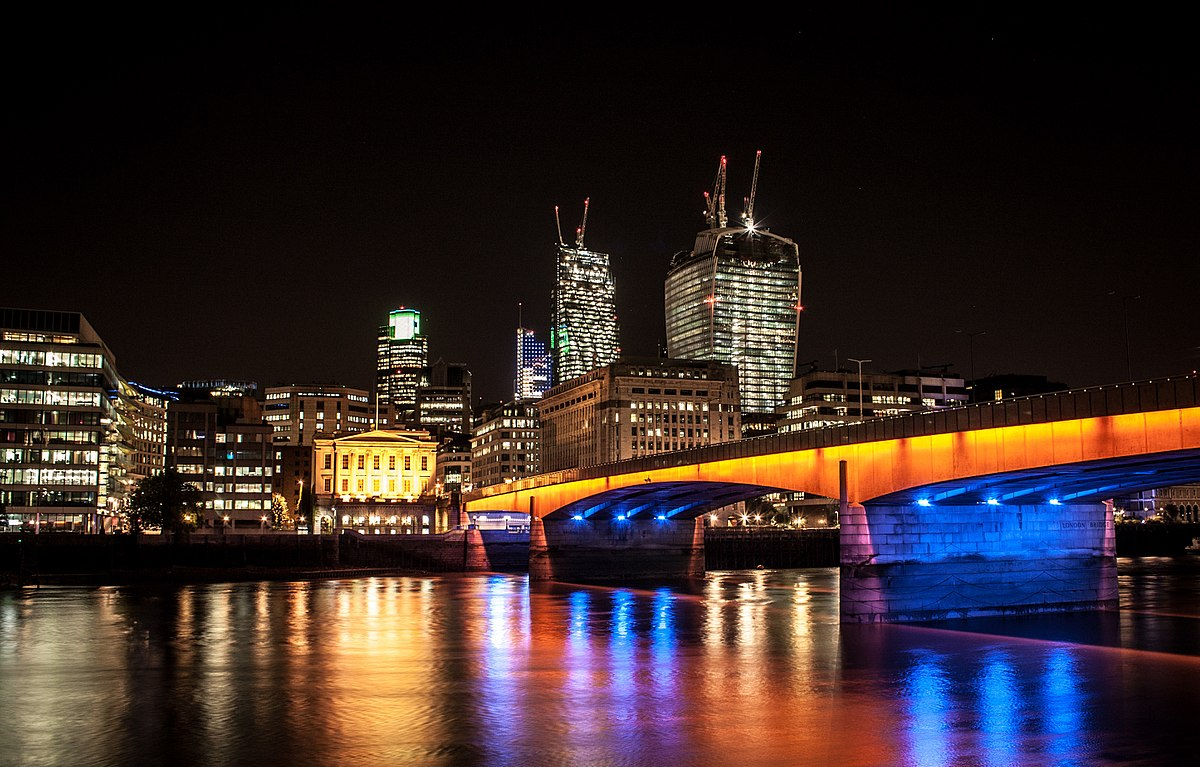 1200px-London_Bridge_(9691084663)