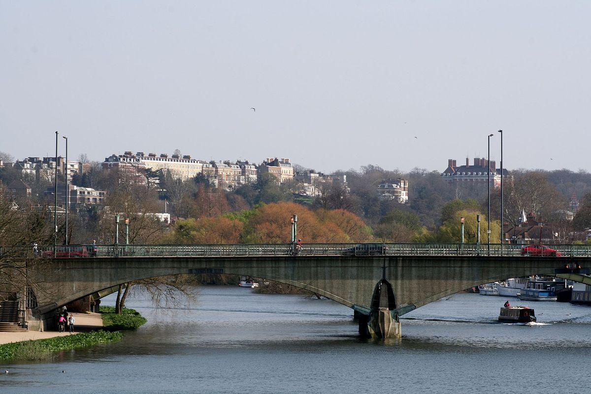 1200px-Twickenham_bridge