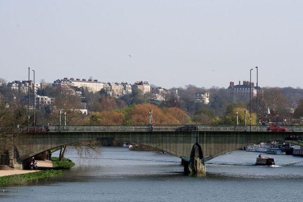 1200px-Twickenham_bridge